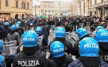 Io apro: tensione a Roma