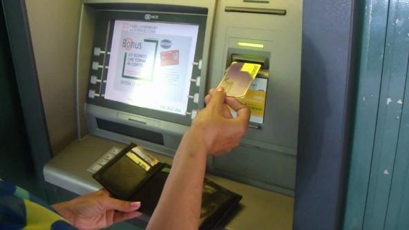 Dal 1° luglio fine prelievi al bancomat per un milione di correntisti: i soggetti interessati